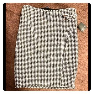 💥 Black and White Houndstooth Pull- on Skirt